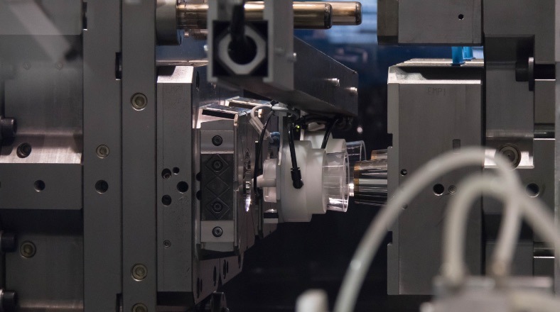 Machines Pagès provides robots and innovative solutions to the plastics industry